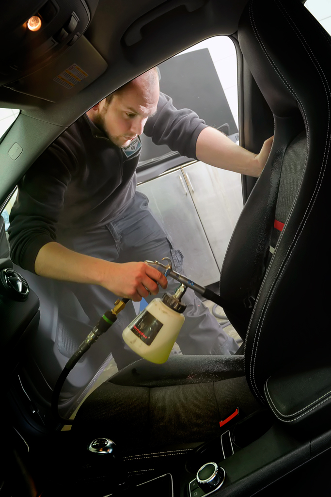 Carrosserie Houman Smart Repair Carrosserie dieptereiniging interieur