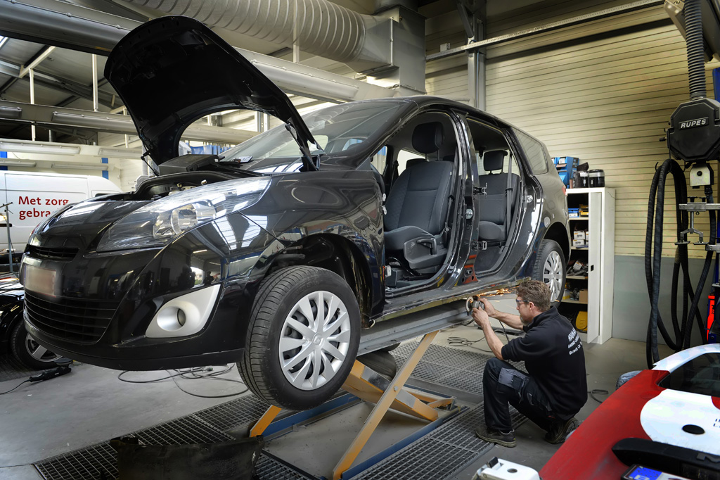Carrosserie Houman Smart Repair uitdeuken Roestschade